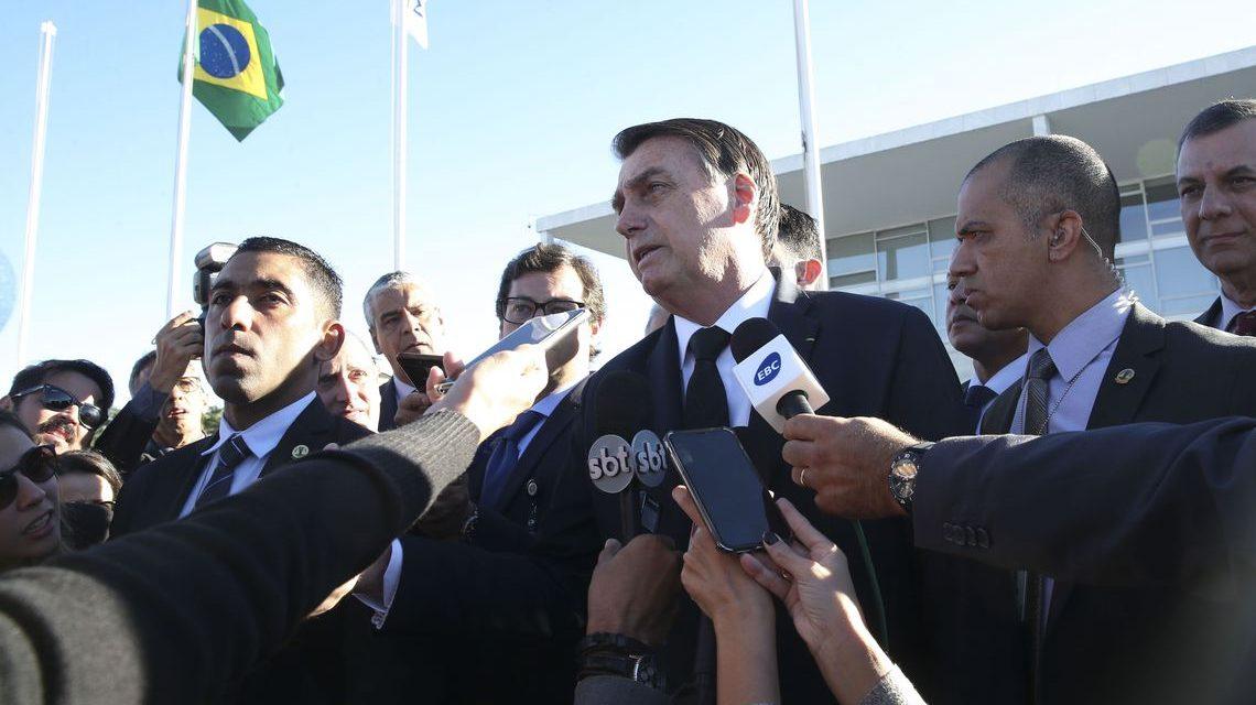 'Se quer levar mais de 10 quilos, pague, sem problema nenhum', diz Bolsonaro sobre fim do despacho gratuito