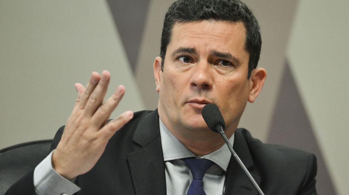 Sérgio Moro adia ida à Câmara para falar sobre troca de mensagens