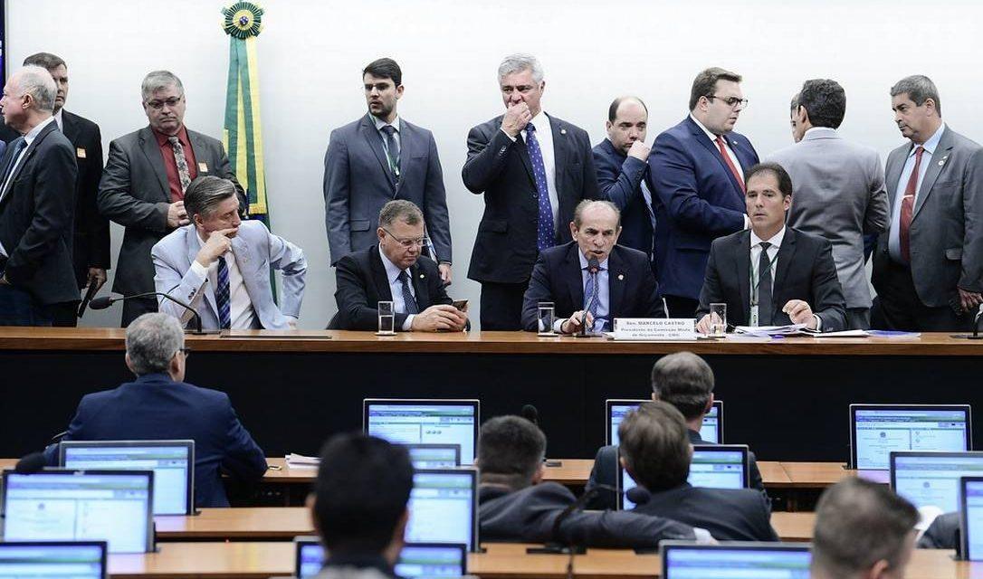 Comissão aprova crédito emergencial de R$ 248 bi para governo pagar benefícios e aposentadorias