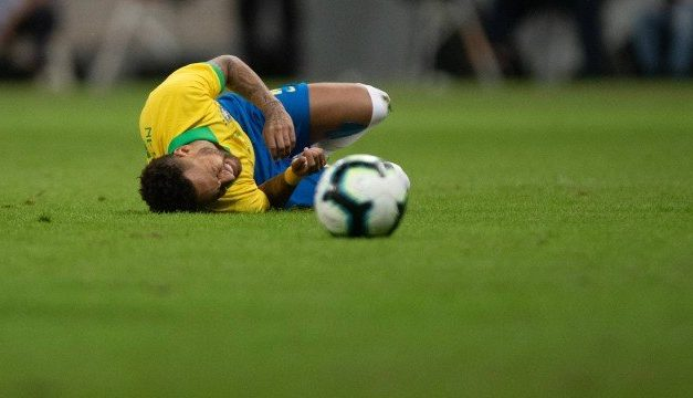 Atacante Neymar é cortado da seleção brasileira para Copa América