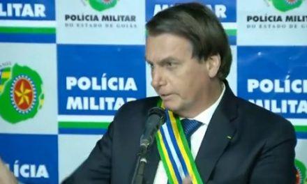 Bolsonaro encerra entrevista após ser questionado sobre helicóptero da FAB que levou família a casamento do filho Eduardo
