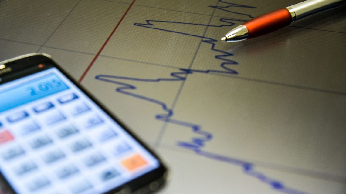 Mercado reduz estimativa de crescimento da economia para 0,82%