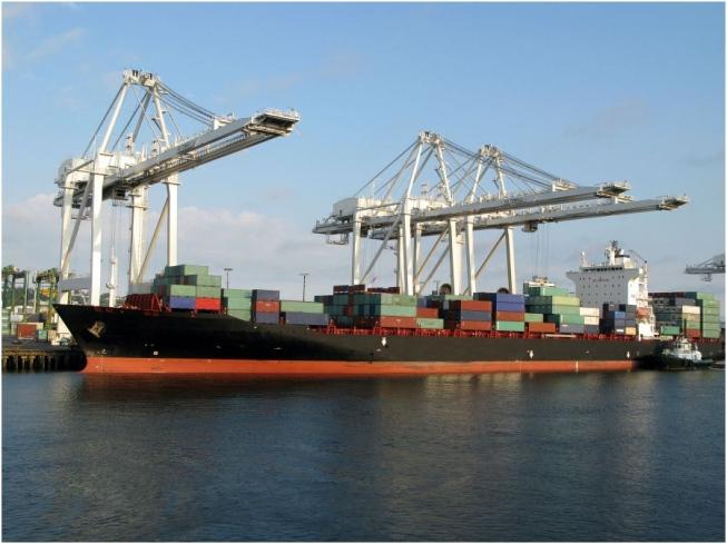 Governo eleva para US$ 56,7 bi previsão de superávit comercial no ano