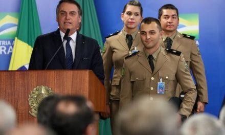 Bolsonaro participa de formatura de sobrinho na academia da PM em Goiânia nesta sexta (26)