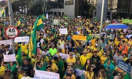Grupo faz manifestação em apoio a Bolsonaro e ministro Sérgio Moro, em Goiás