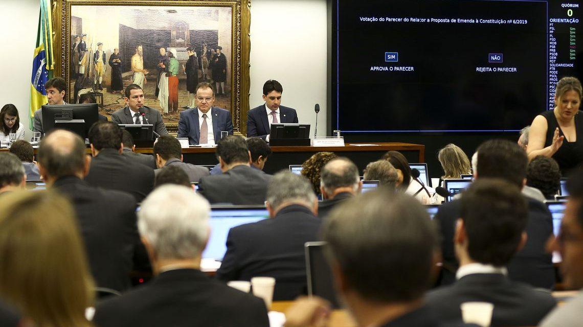 Comissão especial da Câmara aprova texto-base da reforma da Previdência
