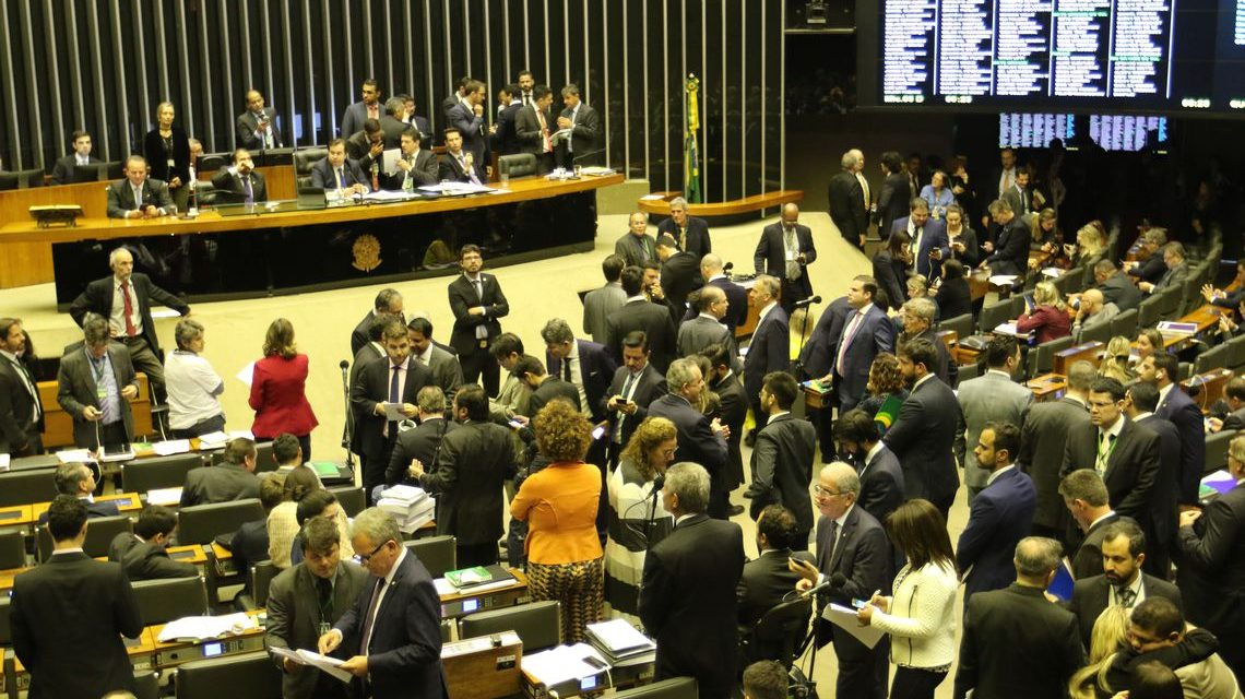 Câmara aprova mudanças em regras para pensão e mulheres