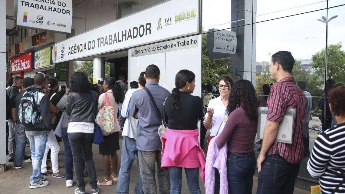 Taxa de desemprego cai em 10 estados no 2º trimestre, diz IBGE