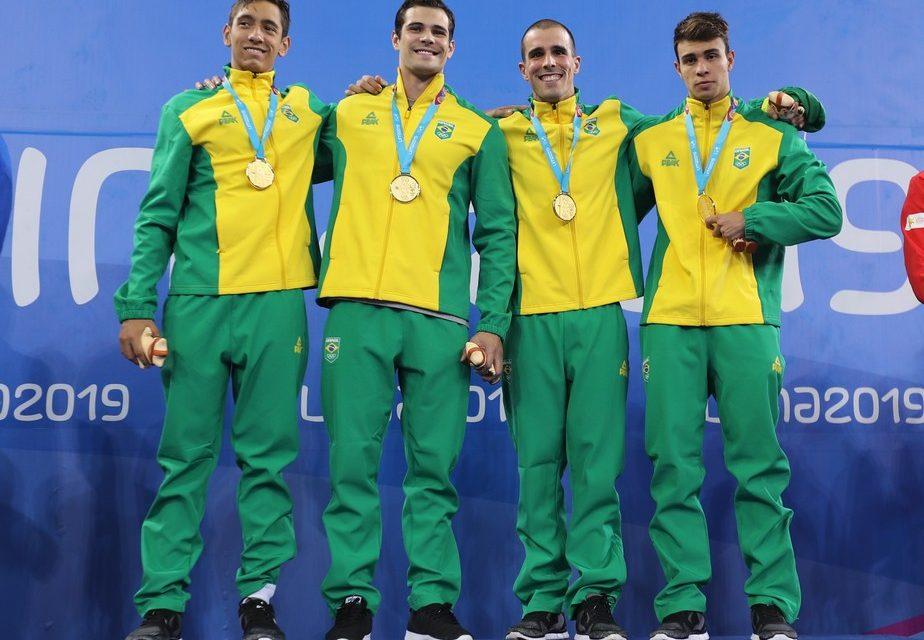 Com três ouros, natação do Brasil tem brilho de veterano estreante, hexa do 4x100m e tri de Leo
