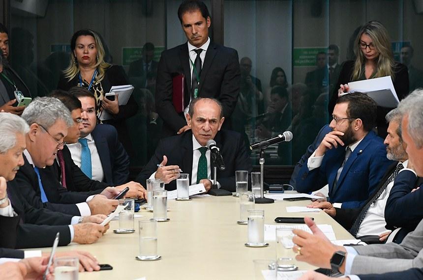 Comissão do Congresso aprova LDO com salário mínimo de R$ 1.040