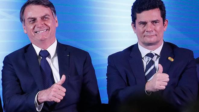 Bolsonaro se reúne com Moro após receber projeto sobre abuso de autoridade
