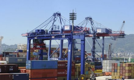 Balança comercial registra superávit parcial de US$ 30 bilhões no ano