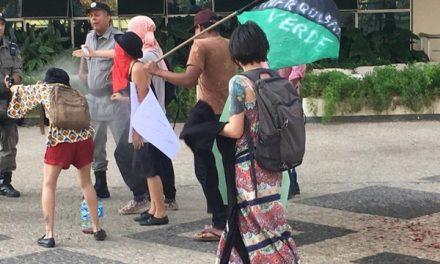 Grupo realiza manifestação pela preservação da Amazônia, em Goiânia