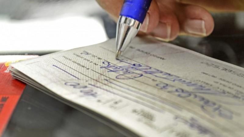 Juro do cheque especial resiste no maior nível em 25 anos