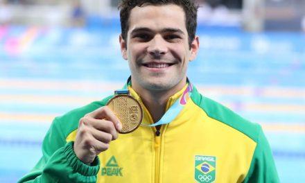 """Chierighini vence os 100m livre e equipe mista """"herda"""" ouro em dia de sete pódios na natação"""