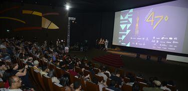 Audiodescrição gera inclusão nas salas de cinema