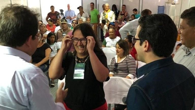 Sesc Saúde Visão entrega 198 óculos para moradores de Campos Verdes