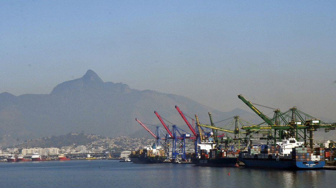 Balança comercial tem saldo positivo de US$ 3,28 bilhões em agosto