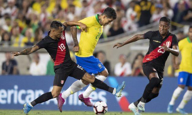 Tite critica estado do gramado em derrota para o Peru