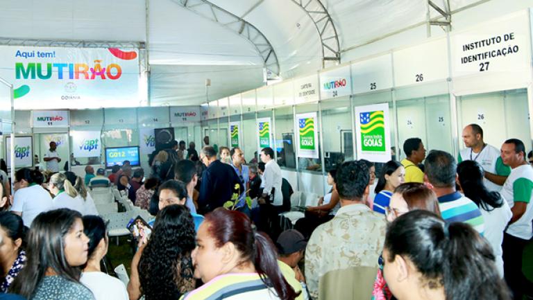 Mutirão leva serviços a moradores da Região Leste da capital