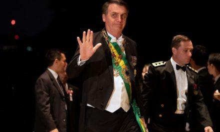 Bolsonaro anuncia isenção de visto para chineses