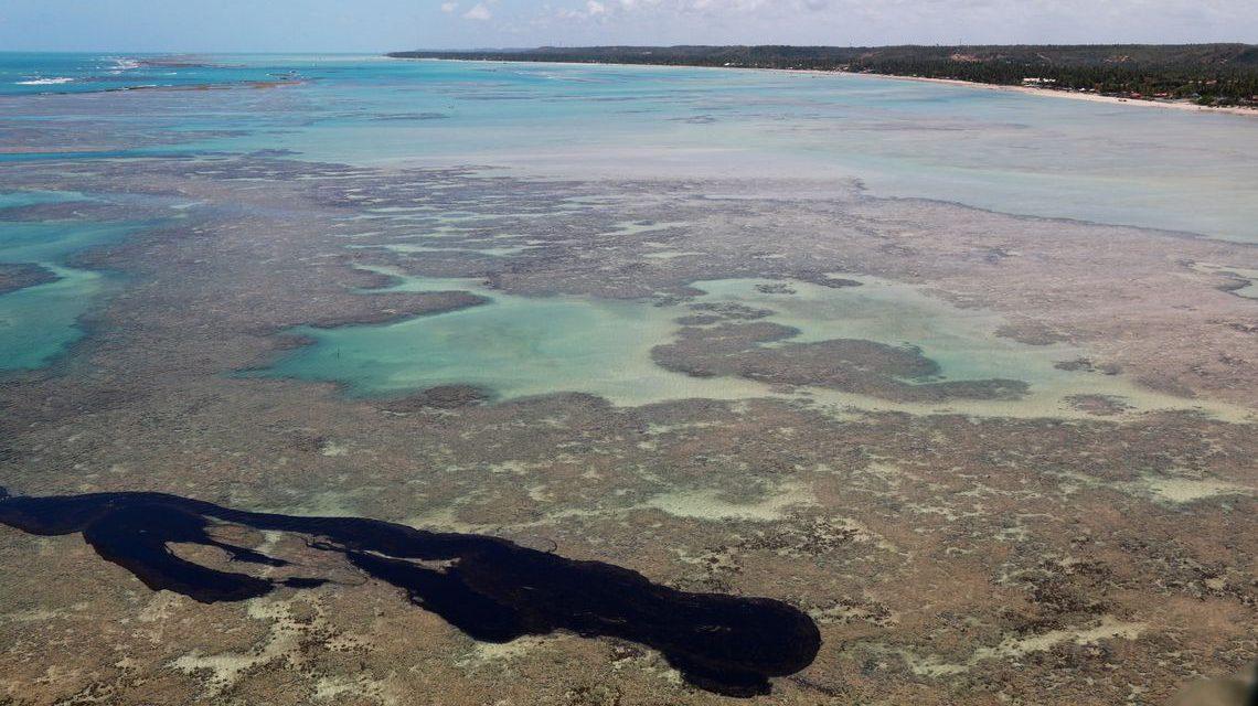Detectadas novas manchas de óleo em nove praias de cinco estados do NE
