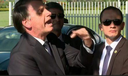 'Quem quer que fale de AI-5 está sonhando', diz Bolsonaro sobre declaração do filho Eduardo