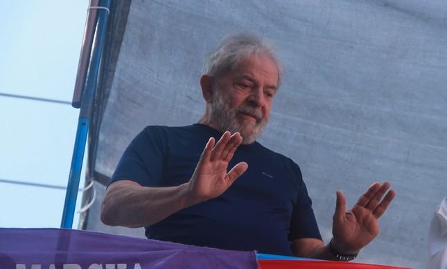 STJ suspende julgamento que pode anular sentença de Lula