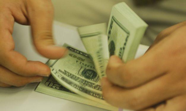 Gastos de brasileiros no exterior sobem para US$ 1,3 bi, diz BC