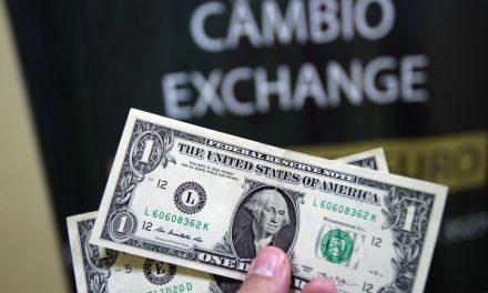 Dólar fecha a R$ 4,25 e bate recorde pelo 3º dia seguido