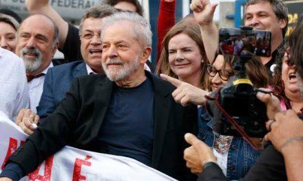 Lula livre: após 580 dias, petista é solto da carceragem da PF