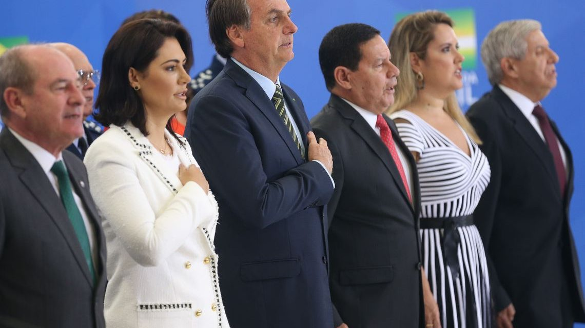 Forças Armadas são âncora do governo, diz Bolsonaro
