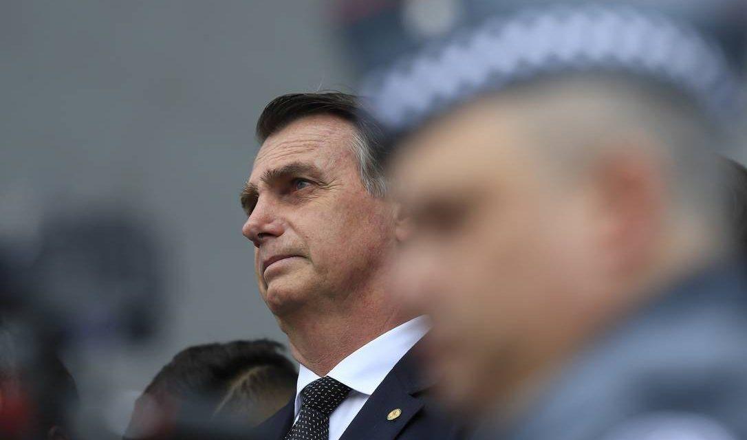 Bolsonaro concede indulto de Natal a policiais condenados por crimes culposos