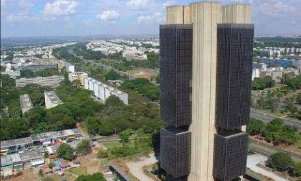 Bolsonaro sanciona MP que transferiu Coaf para Banco Central