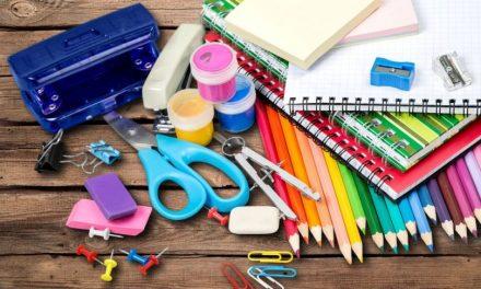 Pesquisa do Procon mostra variação de 299% dos preços dos materiais escolares, em Goiânia