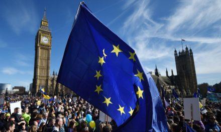 Rainha Elizabeth promulga Lei do Brexit