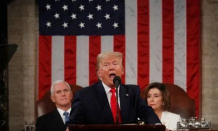 Trump diz que anos de decadência econômica terminaram
