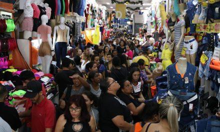 Comércio varejista fecha ano com alta de 1,8% nas vendas