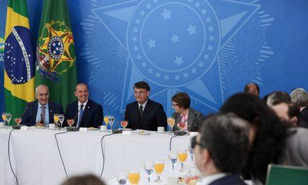 Bolsonaro pede apoio a ruralistas para projeto sobre áreas indígenas