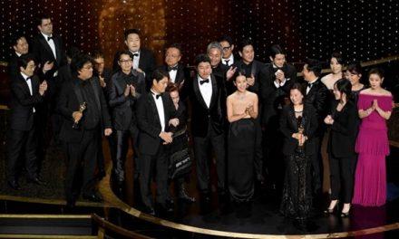 """Oscar 2020: """"Parasita"""" vence como melhor filme e Joaquin Phoenix (Coringa) leva prêmio de melhor ator"""