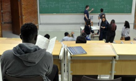 MEC vai revogar portaria que determina retorno de aulas presenciais