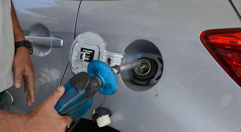 Em um ano, gasolina subiu 43,06% no País