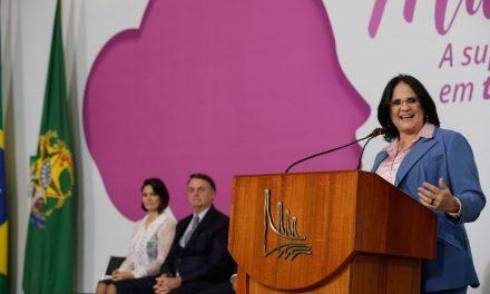 Damares anuncia campanha para mulheres entrarem na política