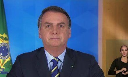 Bolsonaro muda tom ao falar na TV e evita críticas ao isolamento