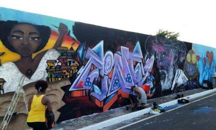 Sesc em Cores: artistas de rua grafitam muro de 75 metros de largura na 1ª edição do evento