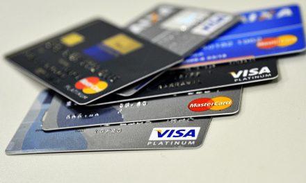 Percentual de famílias com dívidas atinge recorde em março