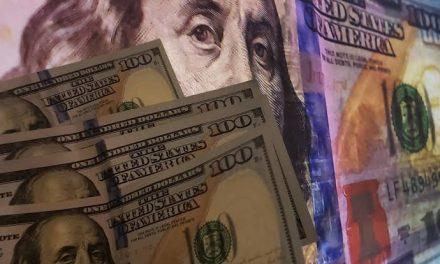 Bolsa sobe quase 5% e dólar cai levemente em dia de recuperação
