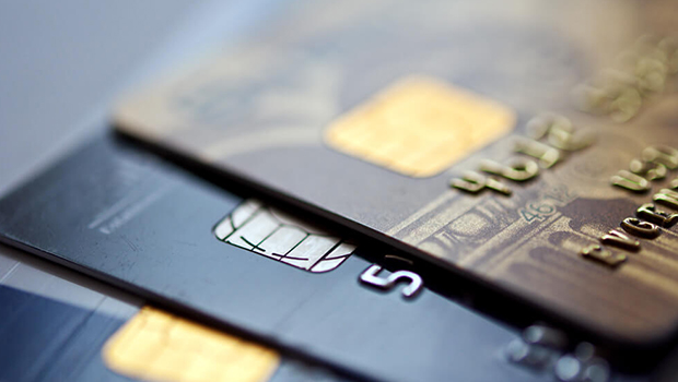 Abertura de créditos aumenta endividados em abril