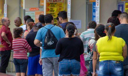 Dados de localização de celulares mostram redução no isolamento social no Brasil