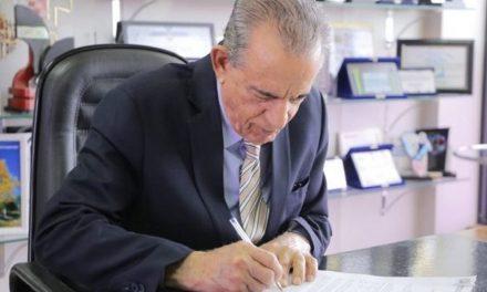 Iris Rezende suspende mais de 3 mil temporários e corta horas extras